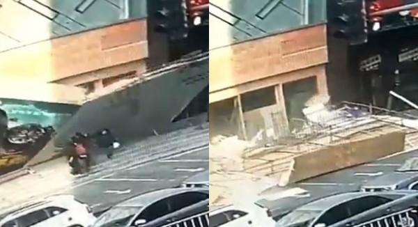 強風吹倒巨幅廣告看板,多名中國民眾被壓傷。(圖擷取自影片)