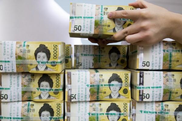 南韓前光州市長尹壯鉉(Yoon Jang-hyun),被偽裝成前總統盧武鉉遺孀權良淑的詐騙犯騙走4.5億韓元(約新台幣1230萬元)。(彭博)