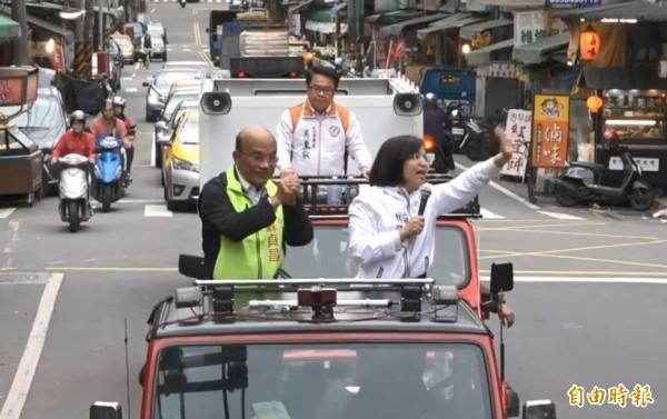 蘇貞昌今天下午在立委林淑芬、吳秉叡陪同下,車隊從五股出發,深入泰山、林口的大街小巷謝票。(擷取自影片)