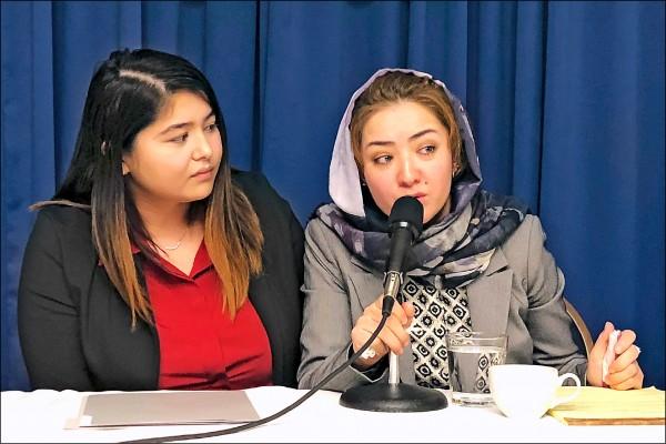 近三百名歐美學者,二十六日共同聲明呼籲國際社會向北京施壓,廢除拘禁維吾爾族的「再教育營」。中國維族婦女米娜(右)現身說法其在「再教育營」期間受到的凌虐。(美聯社)