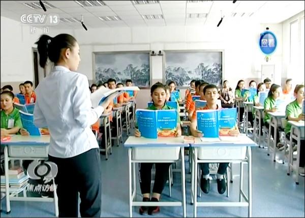 美國「全國記者俱樂部」二十六日針對中國新疆人權狀況舉行記者會,發表全球二七八名學者的共同聲明,呼籲國際社會加強施壓中國廢除拘禁維吾爾族的「再教育營」,並制裁相關官員和提供技術的公司。(美聯社檔案照)