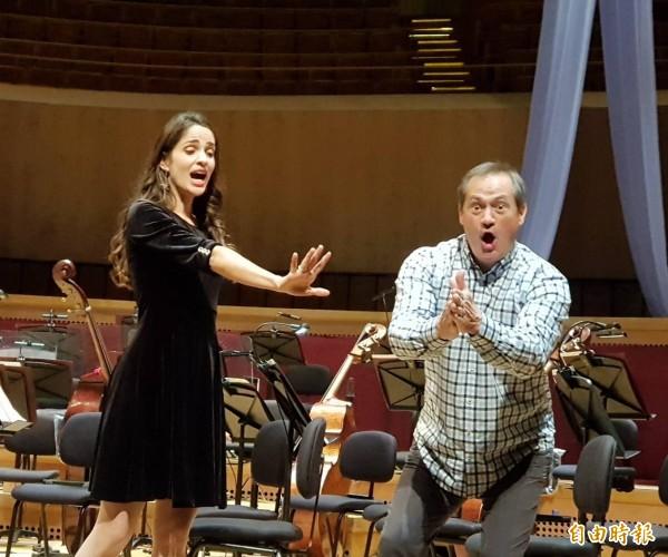 保羅.葛洛夫與伊蓮娜.珊秋珮格演出輕歌劇當代經典《憨第德》。(記者陳文嬋攝)