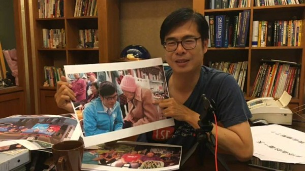 陳其邁首度直播與民眾互動,感性告白這2年多來的心情故事。(記者葛祐豪翻攝)