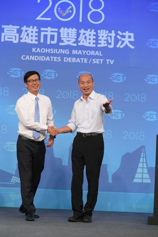 陳其邁開直播談到,和韓國逾私底下都有信任基礎。(三立提供)