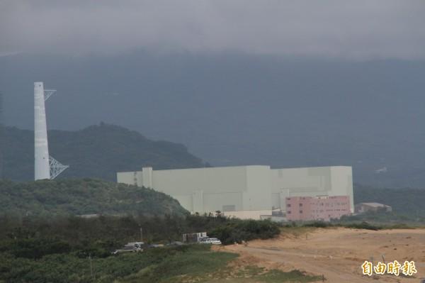 「以核養綠」公投案過,政府將依照民意廢除電業法第95條第一項「核能發電設施備應於2025以前全部停止運轉」條文,但台灣環境保護聯盟認為,但這不應該被解釋為「核電設備一定要運轉,或一定要有核電設備運轉」。圖為核四廠。(記者林欣漢攝)