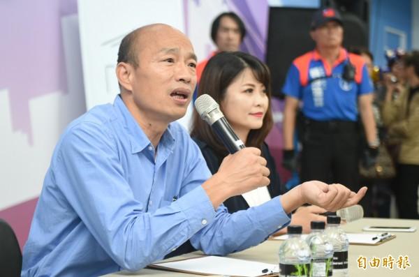 準高雄市長韓國瑜今天於國民黨高雄市黨部舉辦記者會,笑稱王世堅融點低。(記者張忠義攝)