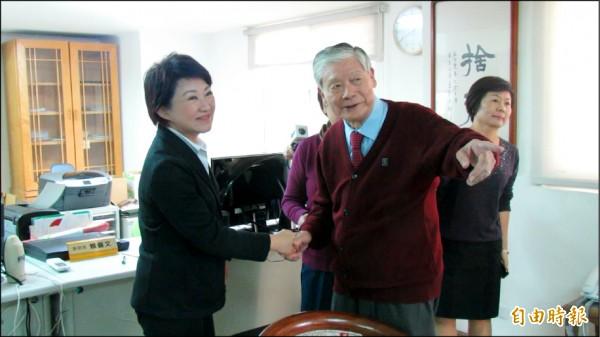 台中市長當選人盧秀燕昨日向前市長林柏榕請益,林柏榕提醒盧不要太強調九二共識。(記者蘇孟娟攝)
