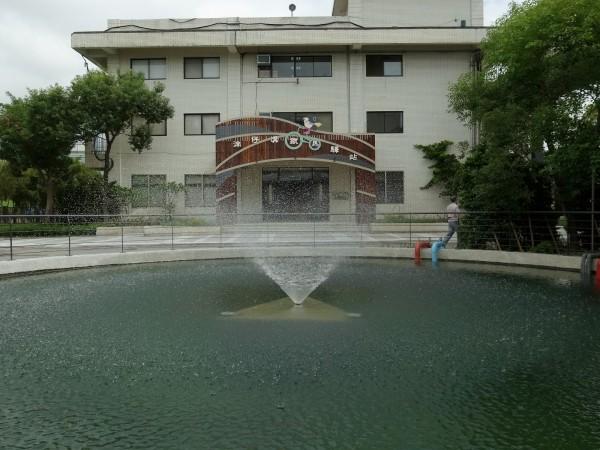 新北市高灘處在「湳仔溝抽水站」內,設置了第2處鐵馬驛站。(新北市政府提供)
