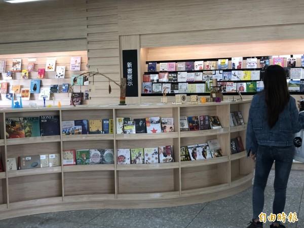 社區共讀站佈置得如同書店般精美。(記者羅欣貞攝)