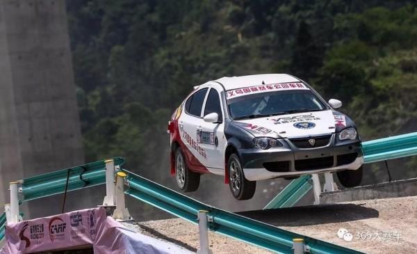 尤翊豪常於臉書張貼賽車情景照片。(翻攝自尤翊豪臉書)