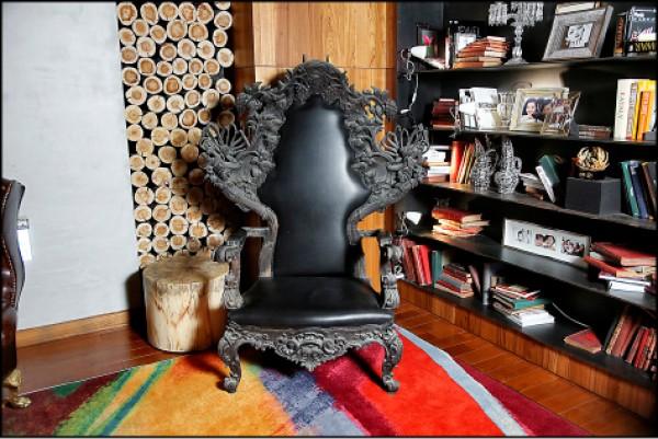 用木質調與仿古家具,就能簡單帶出古代氛圍。(記者沈昱嘉/攝影)