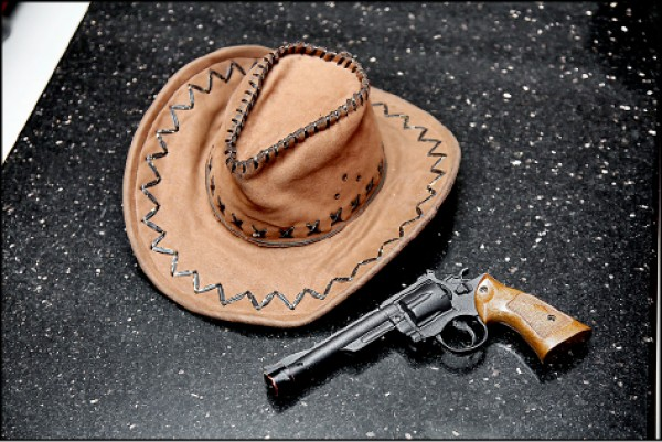 除了服裝,電影人物的周邊配件也相當重要,胡迪警長要是沒有牛仔帽跟道具手槍,辨識度將大幅降低。(記者沈昱嘉/攝影)