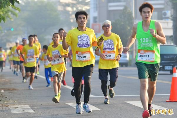 2018 Polio RUN V前進就對了!二林蕎麥花海公益路跑登場,吸引2500名跑者參與。(記者陳冠備攝)
