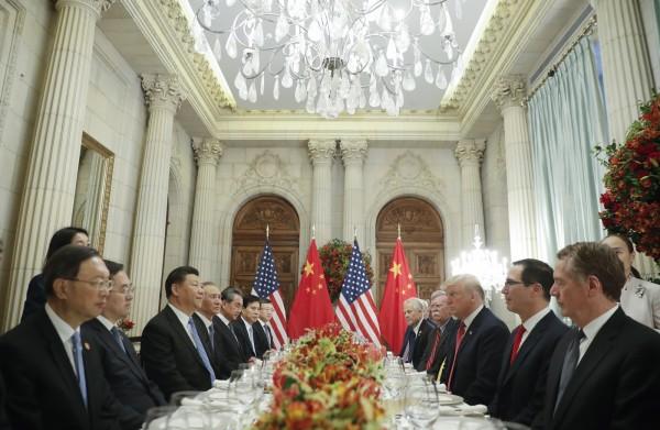 美中貿易戰終於休兵,美中兩方決定取消貿易限制。對此,中國官媒《環球時報》發布社評表示:「保持平常心。」(美聯社)