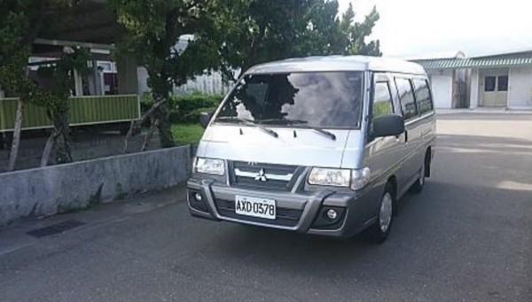 交通部長吳宏謀抵達台東機場後,低調搭車離去。(記者王秀亭翻攝)