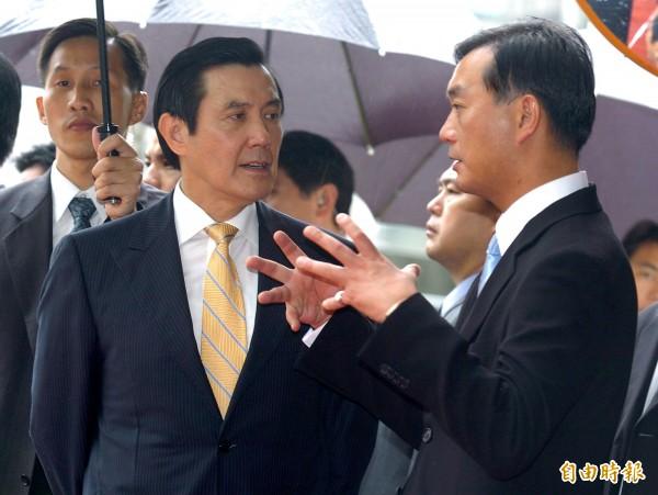 裕隆集團執行長嚴凱泰(右)與前總統馬英九(左)交情甚篤。(資料照)