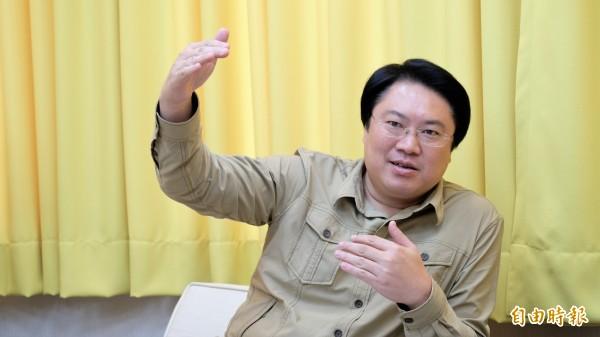 民進黨五日中執會將處理黨主席改選期程,明年一月六日投票,林右昌說,到時候一定會有適當的人出來領導黨。(記者林欣漢攝)
