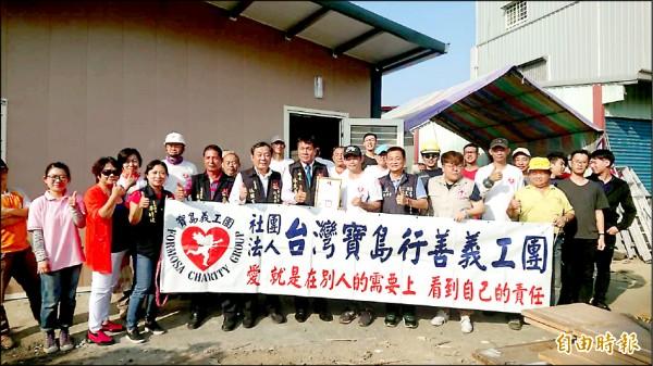 寶島行善義工團幫罕病兄弟打造無障礙家園。(記者蔡宗勳攝)