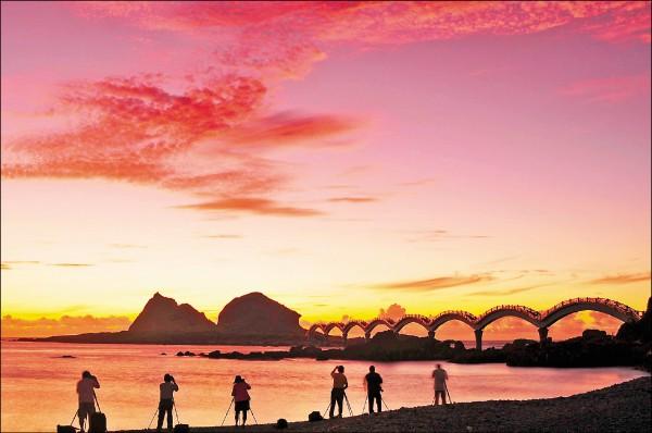 2019年本島第一道曙光會出現在屏東墾丁和台東三仙台,日出時間6時35分。(圖:觀光局提供)