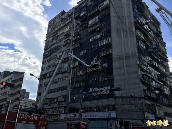 台北市新生北路與錦州街口的錦新大樓,被稱為台北「第一兇宅」。(資料照)