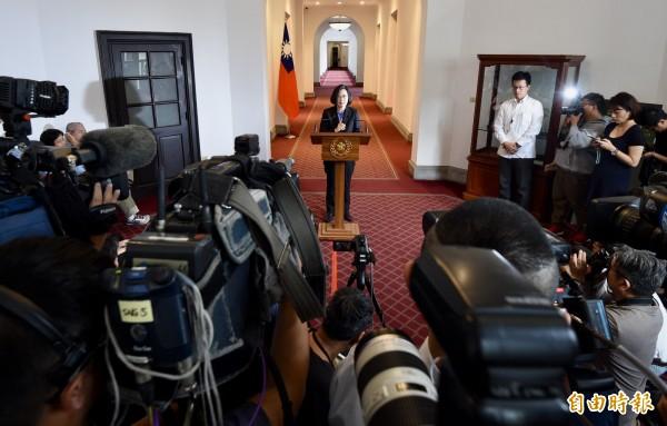 蔡英文6日在總統府發表迴廊談話。(記者羅沛德攝)