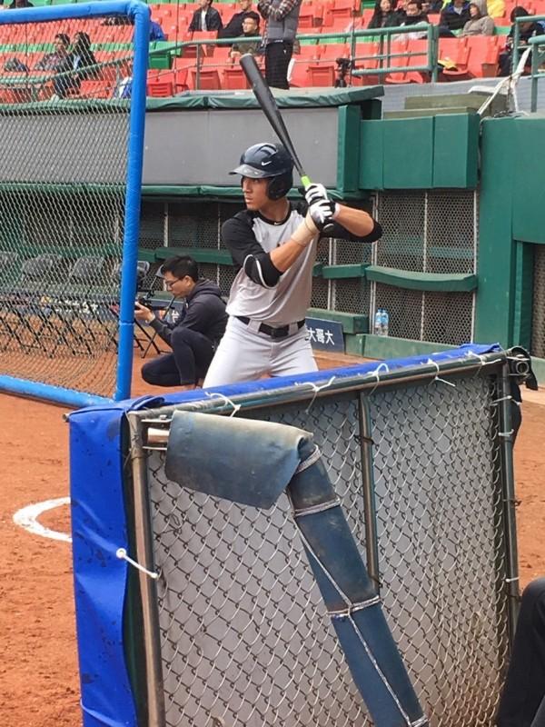 陳聖平7日在40多位青棒好手雲集的NIKE台灣青棒訓練營中脫穎而出,獲選最有價值球員(MVP)。(市府提供)