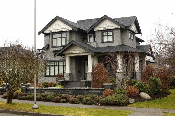 孟晚舟名下1幢豪宅位於溫哥華鄧巴社區(Dunbar)西28街,為2層行政式住宅。(路透)