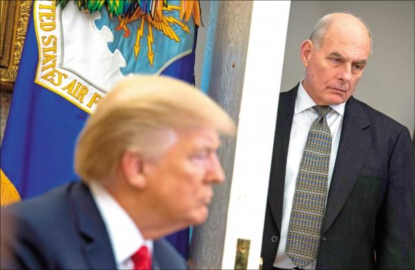 美國總統川普八日宣布,白宮幕僚長凱利(右)將於年底去職。(法新社檔案照)