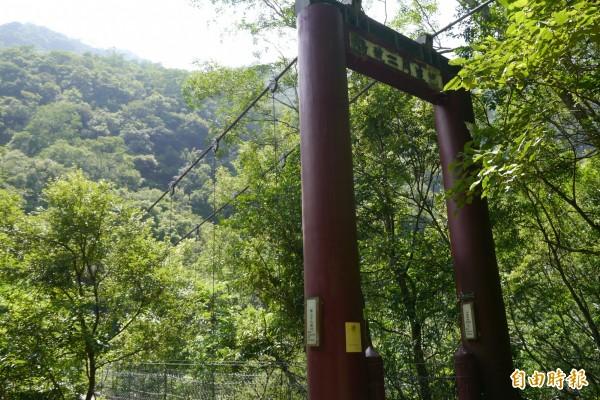 山月吊橋完工後,屆時還會同步重整巴達岡一、二號橋,規劃出三條遊憩動線,分流熱門景點遊客人潮。 (記者王峻祺攝)