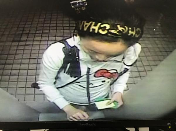 在酒店服務的36歲陳姓女子,涉嫌充當詐騙集團車手,1個月來赴全台各地四處提款。(記者廖雪茹翻攝)