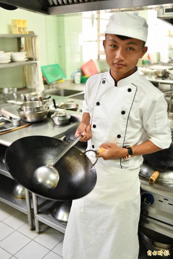 蔡東霖忍受孤獨苦練廚藝,拿下金手獎。(記者蔡宗憲攝)