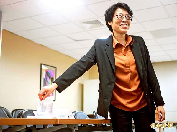清華大學電機系、光電所教授洪毓玨(研究團隊開發出全球首創的「光感DNA奈米複合物技術」。(記者簡惠茹攝)