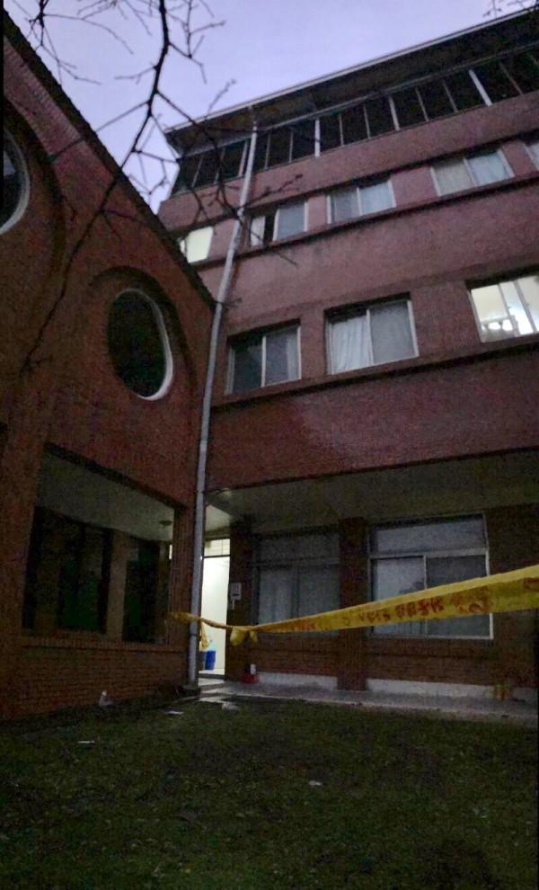 北市華岡藝校一名女學生不明原因自宿舍3樓墜落。(記者陳恩惠翻攝)