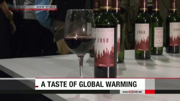 法國波爾多酒商考慮到全球暖化對葡萄酒味道的影響,釀造出這款瓶身標籤為「2050」的葡萄酒,以讓氣候問題的影響更貼近個人。(圖擷取自《NHK》影片) ☆飲酒過量  有害健康  禁止酒駕☆