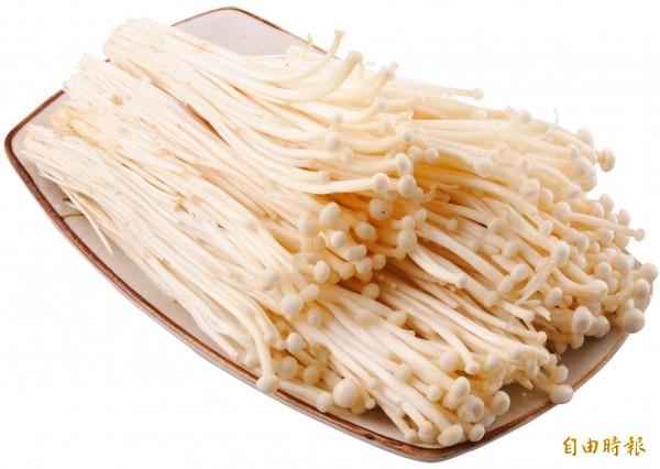 不少網友表示,曾被金針菇卡住牙套過。(資料照)