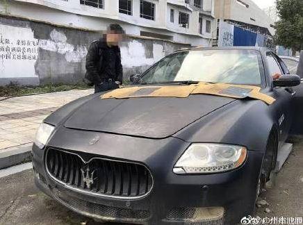 胡男把瑪莎拉蒂停在空地1年,發現時連車牌也被偷走。(圖擷自微博)