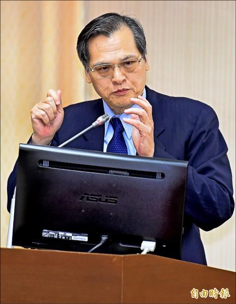 陸委會主委陳明通昨在立院內政委員會接受立委質詢時表示,「九二共識」爭議多年,內容已越來越離譜。(記者朱沛雄攝)