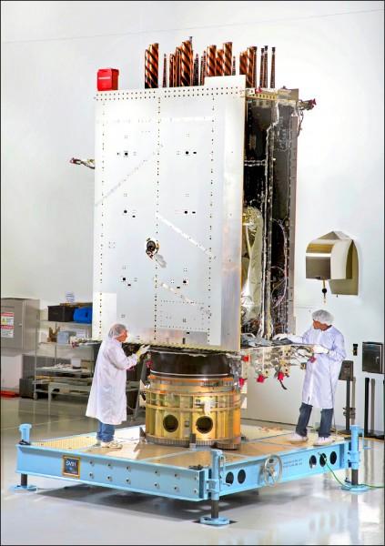 美國十八日發射首顆新一代GPS衛星。圖為洛馬公司位於科州丹佛市的GPS III衛星。(美聯社檔案照)