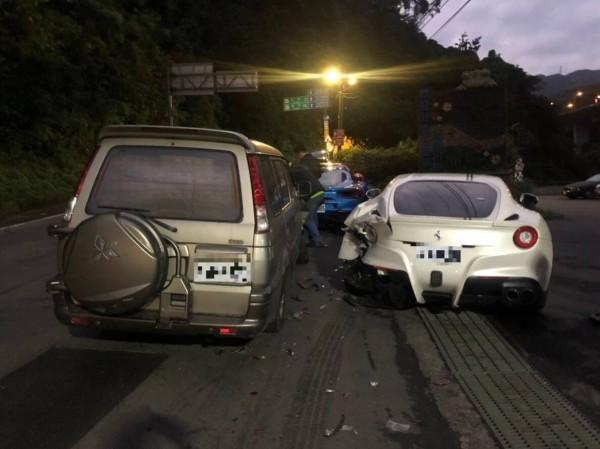 林男16日駕駛廂型車不慎撞到停在路邊的4輛超跑,維修費推估高達1200萬元,其中維修費最高的白色法拉利車主被揭露,是台北市知名整形診所的名醫。(資料照)