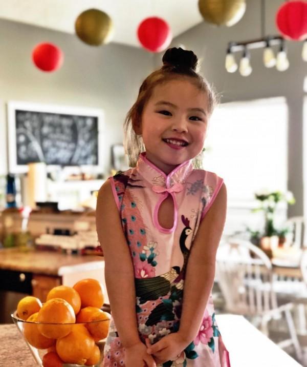 全家人也因為Selah,開始慶祝春節、吃中餐。(圖擷取自Instagram)