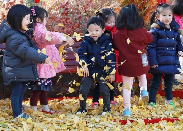 南韓境內與兒童相關的場所,竟然一共有131名性犯罪者在裡面工作。南韓兒童示意圖。(歐新社)