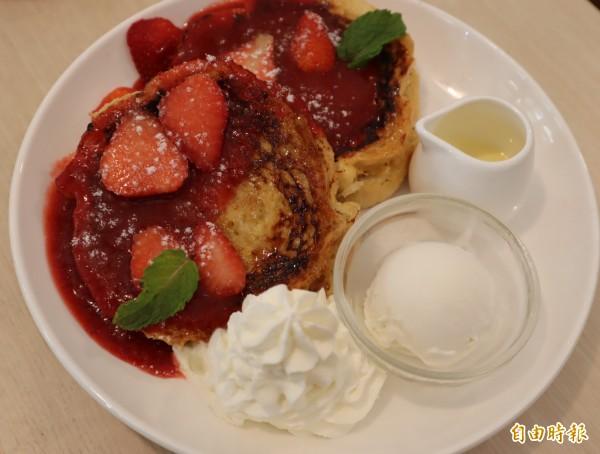 草莓口味的法式吐司,吃起來酸甜不膩。(記者歐素美攝)
