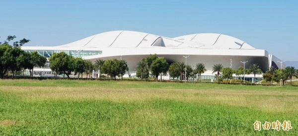 衛武營國家藝術文化中心榮獲「Taiwan Design Best 100年度建築及空間規劃」獎項。(記者陳文嬋攝)