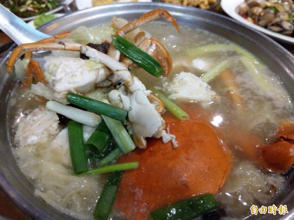 白菜蟳鍋是秋冬的季節美味佳餚。(記者劉婉君攝)