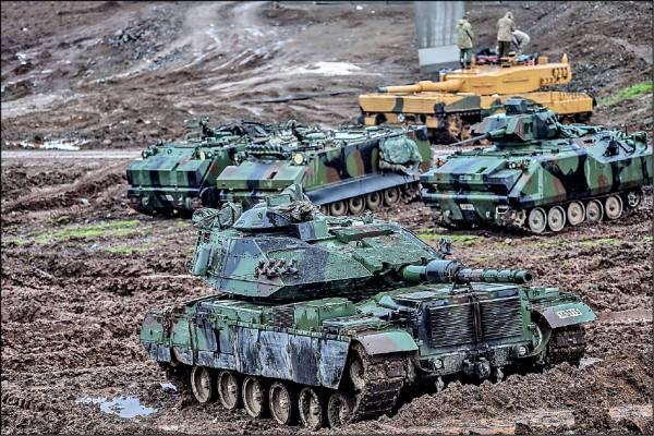 今年一月二十五日,土耳其軍隊坦克駐守靠近敘利亞邊界的城鎮哈薩,執行清剿庫德族民兵的「橄欖枝行動」。(法新社檔案照)