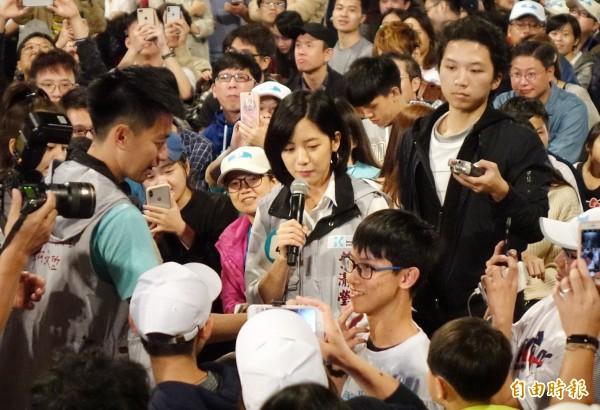 台北市長柯文哲幕僚「學姊」黃瀞瑩、「小牛」柯昱安傳升格為台北市政府副發言人,黃瀞瑩說,有收到徵詢,目前還在討論中,預計下週才會有結果。(資料照)