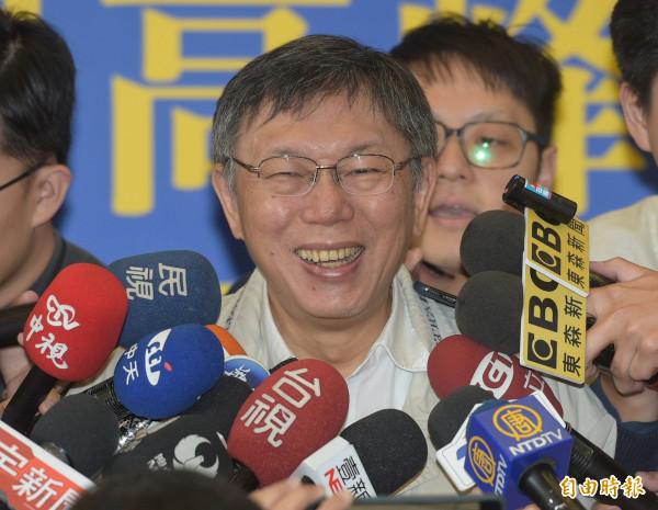 黃瀞瑩當副發言人是否加分?柯文哲僅稱,至少不會扣分吧,對於人氣沒有去做研究。(記者張嘉明攝)
