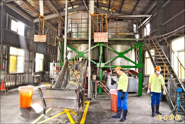 虎尾廚餘蒸煮廠是環保署補助全國第一座廚餘高溫蒸煮廠,處理後標售給養豬戶。(記者黃淑莉攝)