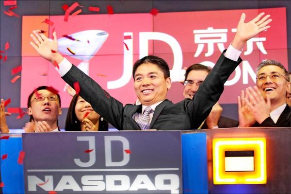 劉強東二〇一四年五月慶祝京東集團在紐約納斯達克掛牌上市的神情。(美聯社)