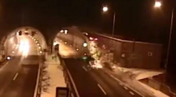 BMW駕駛飛車入隧道失敗,撞到山壁掉落地面翻車。(圖擷取自斯洛伐克警方臉書粉絲專頁)